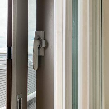 窓が厚く、二重になっているので騒音対策もバッチリ。