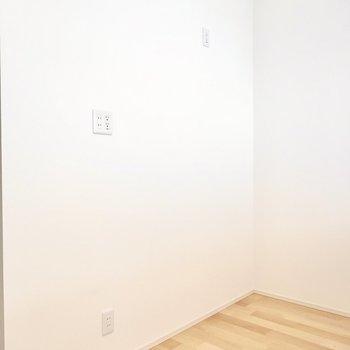 背面側のスペースもたっぷりあるので、キッチン家電の置き場にも困りませんね。