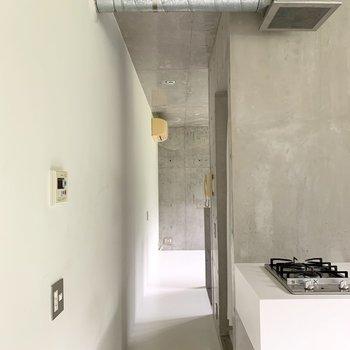 【LDK】廊下を渡って洋室へ。