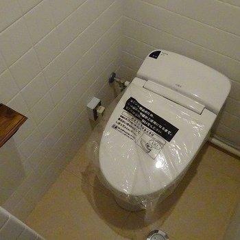 ウォシュレットはもちろん。タンクレスがスマートなトイレです。※前回募集時の写真です