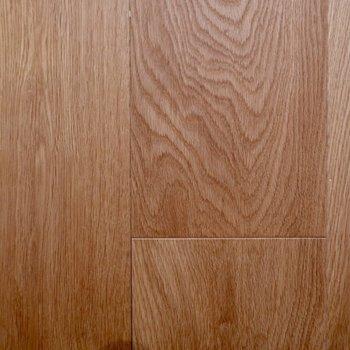 木目が美しい、オークの無垢床です。