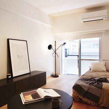 間接照明も置いたら大人な雰囲気のお部屋も楽しめますね