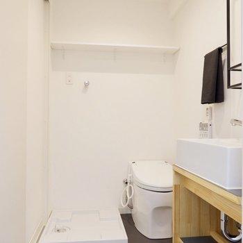 洗濯機置場にトイレも同空間に。