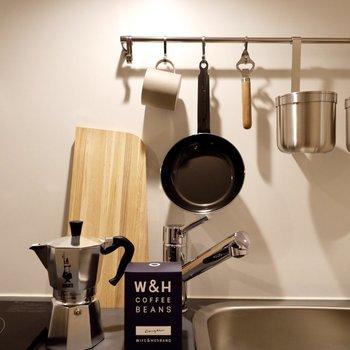 調理器具もこの様に吊るしてカフェのように収納。