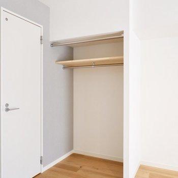 オープンクローゼットはカーテンで目隠しすることも可能です。