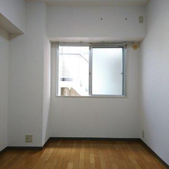 ここのエアコンは自分で設置する感じです、、!(※写真は10階同間取り別部屋のものです)
