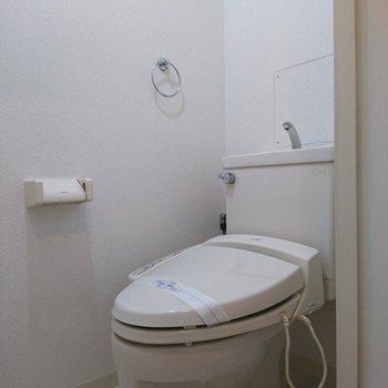 トイレはウォシュレット付き(※写真は10階同間取り別部屋のものです)