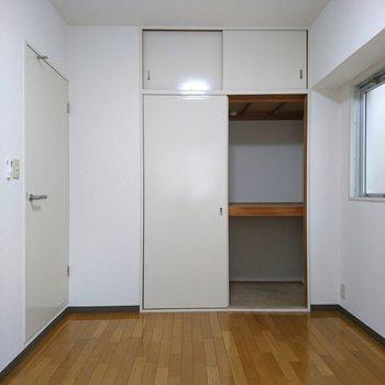 収納はこんな感じで1箇所のみ(※写真は10階同間取り別部屋のものです)