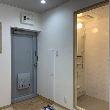 玄関の隣にはシャワールームが