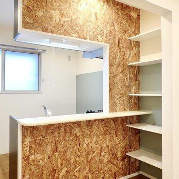 この壁がついつい気になって向かっちゃって、キッチンに立つ回数が自然と増えそう。
