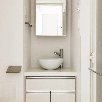 洗面台は丸っこくて可愛い