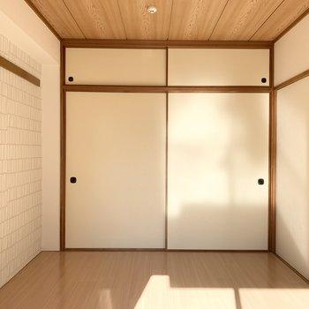 【洋6】和室の面影を残しながら洋室に改装された6帖の空間です。