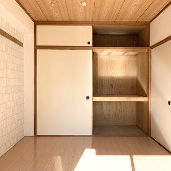 【洋6】壁一面には大容量な押入。ハンガーラックを入れてクローゼット的に使うのもおすすめです◎