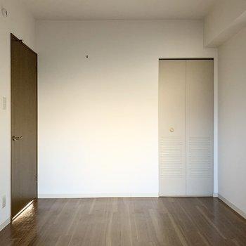 【洋5.7】おトイレのお隣にはもうひとつ洋室が。