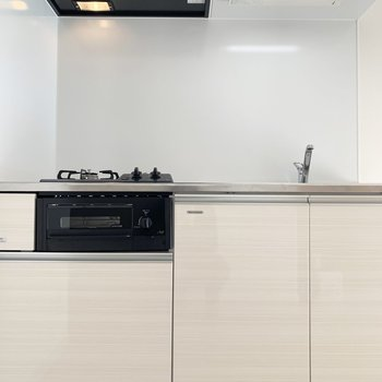 グリル付きのキッチン(※写真は3階の同間取り別部屋のものです)