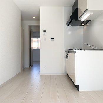 清潔感のあるお部屋(※写真は3階の同間取り別部屋のものです)