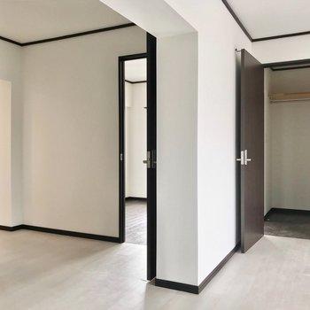 キッチンの隣に4帖の洋室。ウォークインクロゼットと繋がっています。