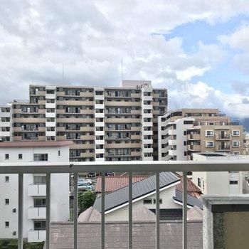高い建物が少ないので空が広いですね。