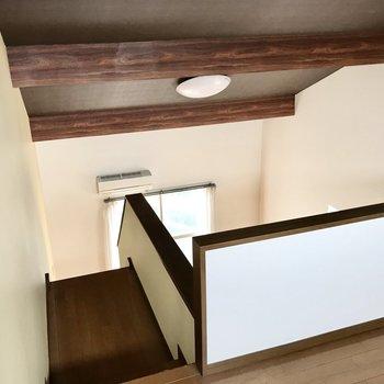 朝起きてこの天井の梁が見えるって素敵だな(※写真は清掃前のものです)