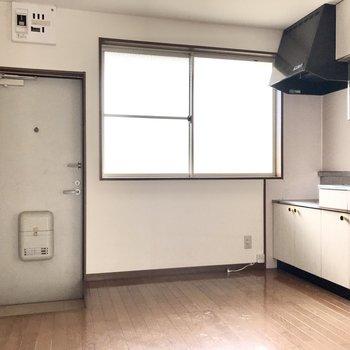 ここはキッチンスペース。けっこう広めです!(※写真は清掃前のものです)