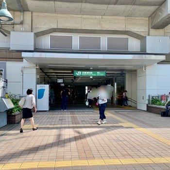 駅は西口側が近いです。