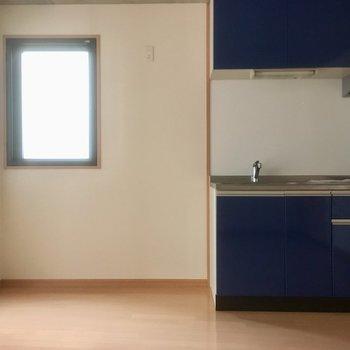 キッチン横が冷蔵庫おき場になりそうですね。(※写真は2階の同間取り別部屋のものです)