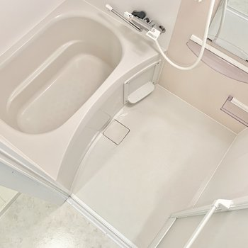 お風呂には浴室乾燥機つき!