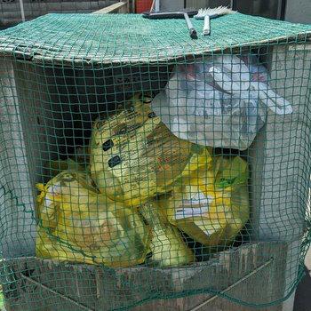 敷地内ゴミ置き場。