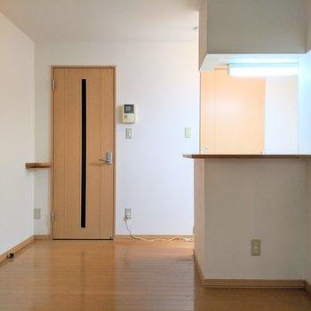【ダイニング】キッチンは開放的です。