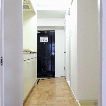 キッチンなどは廊下にぎゅぎゅっと!(※写真は4階の同間取り別部屋のものです)