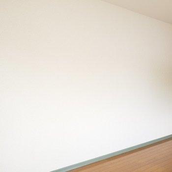 ホワイトとグリーンの家具で統一したらかわいいかも♡