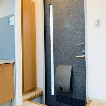 そして玄関スペース。タタキと室内には段差があります。
