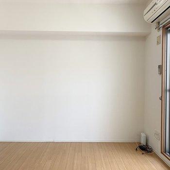 壁もしっかりあるので家具の配置もしやすいですね。(※写真は10階の同間取り別部屋のものです)