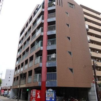 平尾駅徒歩圏内。オートロック付きのマンション。