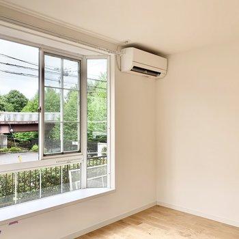 2つのお部屋にエアコンがあるので快適に暮らせますよ。※クリーニング前の写真です
