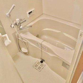お風呂には追焚機能と浴室乾燥機が付いていました。