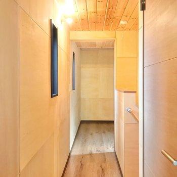 廊下を渡った先には3帖の洋室があります。