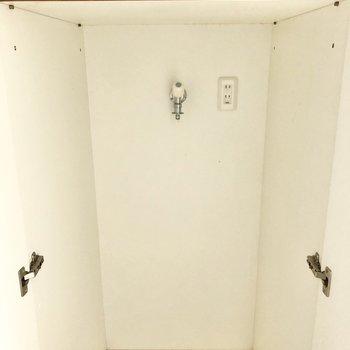 洗濯機置き場は扉付き。※写真はクリーニング前のものです