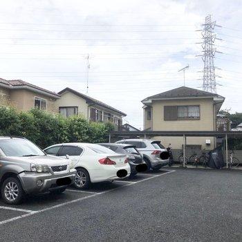 駐車場と駐輪場もあります。