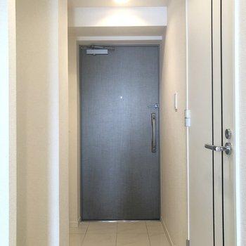 玄関はゆとりのある広さです。