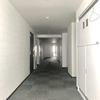 9階の共用廊下の様子。
