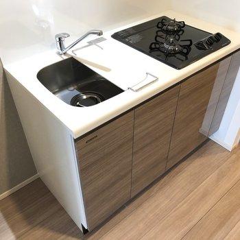 キッチンには便利なシンクボード付き。
