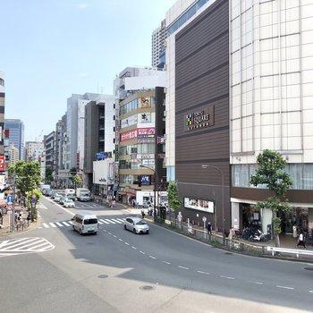 バラエティー豊かなお店が並ぶ五反田駅前。