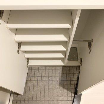 靴箱があるので使わないものはこちらにin(※写真は4階の反転間取り別部屋のものです)