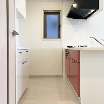 小洒落たキッチン(※写真は4階の反転間取り別部屋のものです)