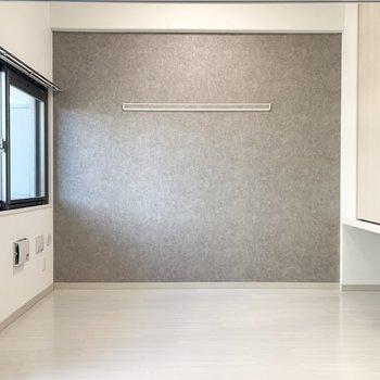 こちらが洋室です【3.3畳】(※写真は4階の反転間取り別部屋のものです)