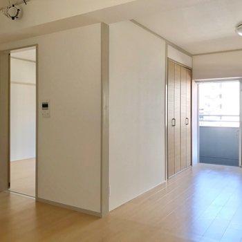 隣の洋室は、箱のように仕切られていました。(※写真は7階の同間取り別部屋のものです)
