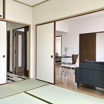 リビング、和室と繋がっているので寂しがりの子ども部屋でも◯(※写真は7階の同間取り別部屋、モデルルームのものです)