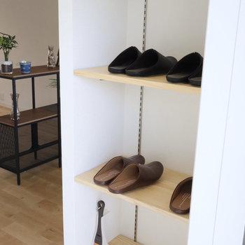 靴は玄関横の稼働棚へ!お気に入りの靴を並べましょ!