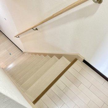階段降りて1階へ行ってみましょう。(※写真は清掃前のものです)